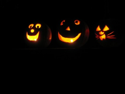 halloween-pumpkins-at-night-2